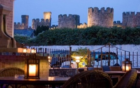 A wintery evening in Conwy